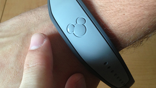FIRST LOOK: Disney�s MyMagic+ MagicBand